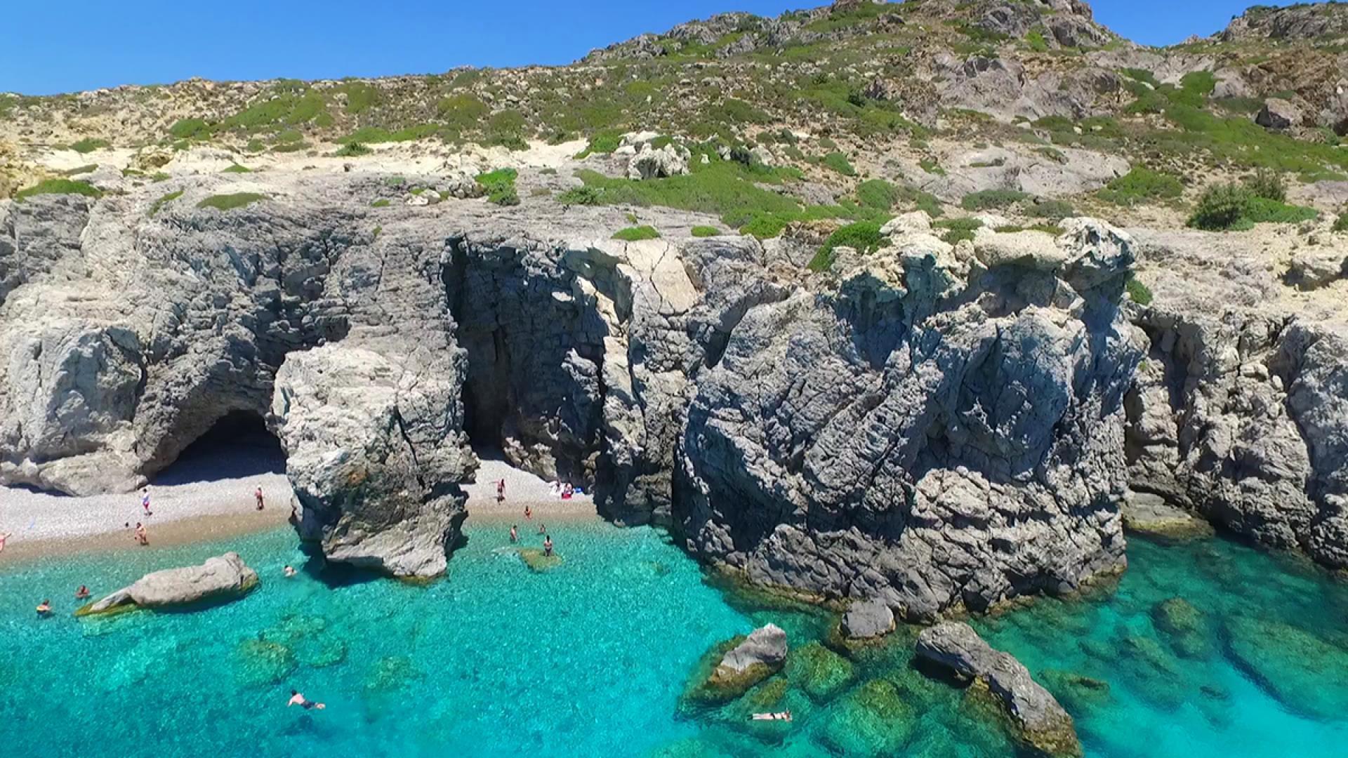 Κρουαζιέρα στην παραλία του Anthony Quinn, στη παραλία της Καλλιθέας και στις σπηλιές Τραγανού
